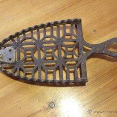Antigüedades: BASE DE PLANCHA CON SOPORTE ARREGLADO. Lote 45694176