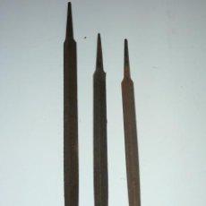 Antigüedades: LOTE DE 3 LIMAS TRIANGULARES DE 38, 31,5 Y 30 CM LONGUITUD, SIN MANGO. Lote 45865184
