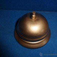 Antigüedades: LLAMADOR O CAMPANILLA DE HOTEL CON UN SONIDO MUY BONITO. Lote 219379286