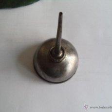 Antigüedades: ANTIGUA ACEITERA DE MAQUINA DE COSER SINGER. Lote 45952653