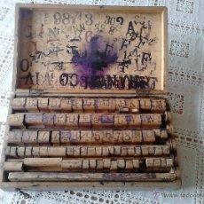 Antigüedades: ESTUPENDO ANTIGUO JUEGO DE TAMPONES PARA IMPRIMIR. DIMENSIONES DE LA CAJA 31 X 18 X 6 CENTÍMETROS. Lote 46104797