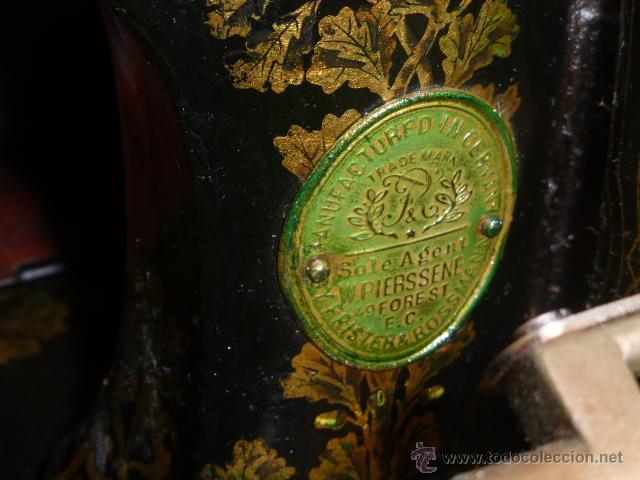 Antigüedades: ANTIGUA MAQUINA DE COSER DE LA MARCA FISTER & ROOSMANN DE MEDIADOS DE 1800 CON TAPADERA DE MARQUETER - Foto 4 - 46137169