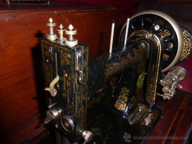 Antigüedades: ANTIGUA MAQUINA DE COSER DE LA MARCA FISTER & ROOSMANN DE MEDIADOS DE 1800 CON TAPADERA DE MARQUETER - Foto 7 - 46137169