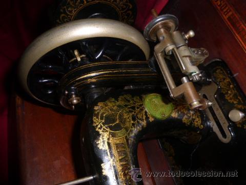 Antigüedades: ANTIGUA MAQUINA DE COSER DE LA MARCA FISTER & ROOSMANN DE MEDIADOS DE 1800 CON TAPADERA DE MARQUETER - Foto 12 - 46137169
