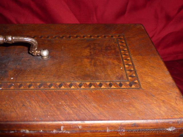 Antigüedades: ANTIGUA MAQUINA DE COSER DE LA MARCA FISTER & ROOSMANN DE MEDIADOS DE 1800 CON TAPADERA DE MARQUETER - Foto 13 - 46137169