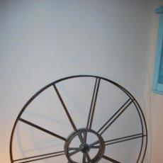Antigüedades: BOBINA DE METAL - PROYECTOR CINEMATOGRÁFICO - 90 CM - CINE - TAMBOR - PELÍCULA - AÑOS 50-60. Lote 46164157