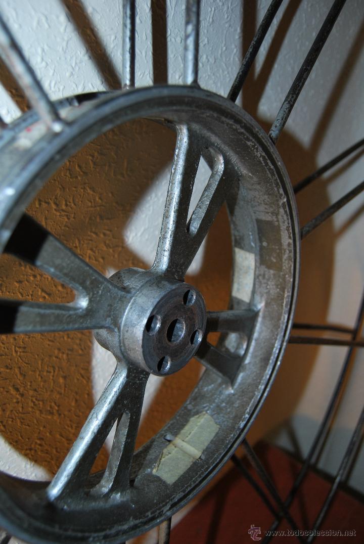 Antigüedades: BOBINA DE METAL - PROYECTOR CINEMATOGRÁFICO - 90 CM - CINE - TAMBOR - PELÍCULA - AÑOS 50-60 - Foto 4 - 46164420