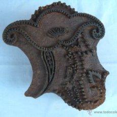 Antigüedades: ANTIGUO SELLO DE MADERA TALLADA PARA ESTAMPAR TELAS. Lote 46192190