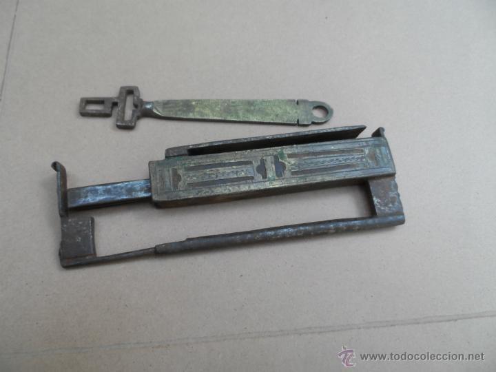 Antigüedades: CANDADO ANTIGUO MUY RARO CON SU LLAVE FUNCIONA pieza de museo y colección - Foto 3 - 46412187
