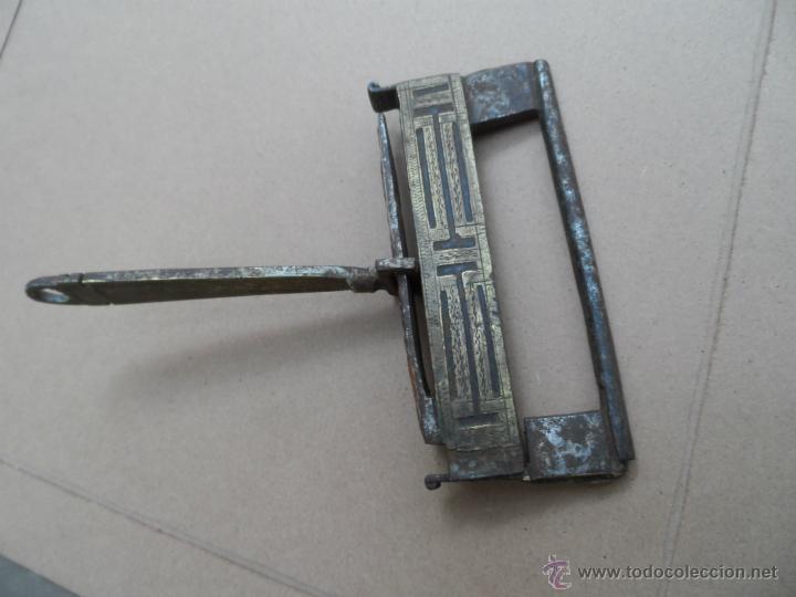 Antigüedades: CANDADO ANTIGUO MUY RARO CON SU LLAVE FUNCIONA pieza de museo y colección - Foto 4 - 46412187