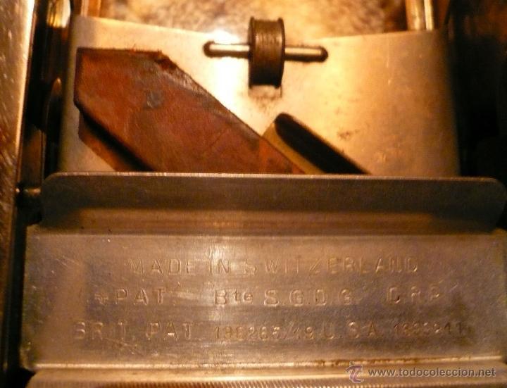 Antigüedades: MAQUINILLA AFEITAR Y MAQUINA PARA AFILAR HOJAS DE AFEITAR - Foto 3 - 46505043