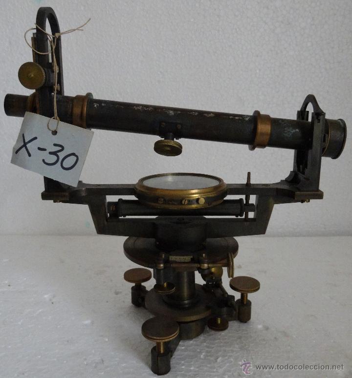 TEODOLITO EN BRONCE CON BRÚJULA CENTRAL PRINCIPIOS SIGLO XX - 30 (Antigüedades - Técnicas - Otros Instrumentos Ópticos Antiguos)