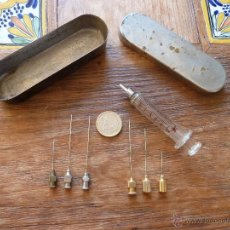 Antigüedades: JERINGUILLA CON ESTUCHE Y 6 AGUJAS. Lote 46611240