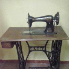 Antigüedades: MAQUINA DE COSER SINGER. Lote 46749071