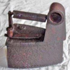 Antigüedades: PLANCHA DE HIERRO A CARBON. Lote 28703092