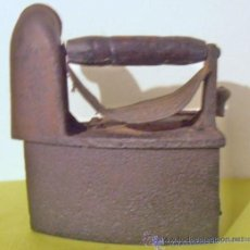 Antigüedades: PLANCHA DE CARBON CON CHIMENEA. Lote 31608083