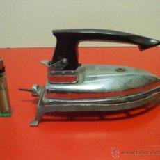 Antigüedades: ANTIGUA PLANCHA ELECTRICA DE VIAJE PLEGABLE. VOLTAJES A 125, 160 Y 220 . Lote 46905690