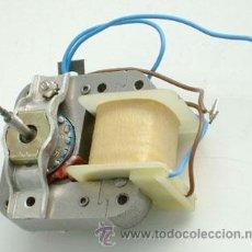 Antigüedades: MOTOR ELÉCTRICO FUNCIONANDO A 220 V.. Lote 27199453
