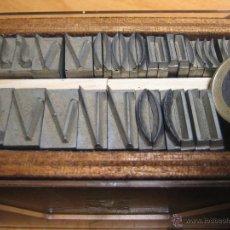 Antigüedades: IMPRENTA, LETRAS DE PLOMO - CAJITA DE RAICES. Lote 47048560