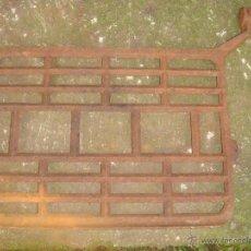 Antigüedades: PEDAL ANTIGUO DE HIERRO PARA MAQUINA DE COSER -MEDIDA 33X25 CMS.. Lote 47048758