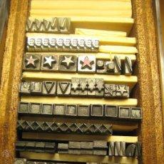 Antigüedades: IMPRENTA - LETRAS DE PLOMO - LOTE SIGNOS 2-1 - CAJA DE 10X5,5 CM. Lote 47065221