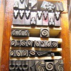 Antigüedades: IMPRENTA - LETRAS DE PLOMO - LOTE SIGNOS 3 - CAJA DE 10X5,5 CM. Lote 47065300
