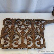 Antigüedades: HIERRO PIES MÁQUINA DE COSER.. Lote 47095496