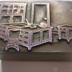 Antigüedades: IMPRENTA GRABADO GALVANO BRONCE-MADERA MOTIVO MUEBLES OFICINA, TAMAÑO 22X44 MM - REF. B-M 33. Lote 47132193