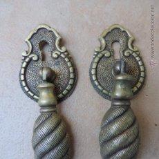 Antigüedades: ANTIGUA PAREJA DE TIRADORES CON BOCALLAVE - METAL. Lote 47193638