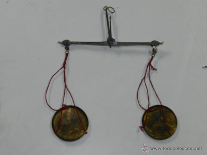BALANZA DE HIERRO FORJADO Y PLATOS DE LATON PARA PESAR ORO Y PLATA, MIDE 12,6 CMS. DE LONGITUD Y LO (Antigüedades - Técnicas - Medidas de Peso - Básculas Antiguas)
