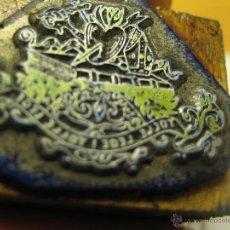 Antigüedades: IMPRENTA, GRABADO DE METAL MONTADO EN MADERA PARA PODER IMPRIMIR -REF. G-85 MEDIDAS EN FOTO. Lote 47343202