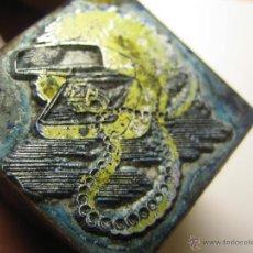 Antigüedades: IMPRENTA, GRABADO DE METAL MONTADO EN MADERA PARA PODER IMPRIMIR -REF. G-87 MEDIDAS EN FOTO. Lote 47343363