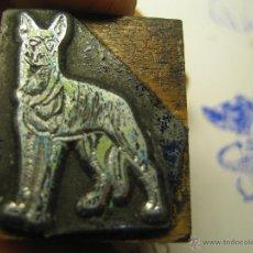 Antigüedades: IMPRENTA, GRABADO DE METAL MONTADO EN MADERA PARA PODER IMPRIMIR -REF. G-97 MEDIDAS EN FOTO. Lote 47343795