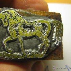 Antigüedades: IMPRENTA, GRABADO DE METAL MONTADO EN MADERA PARA PODER IMPRIMIR -REF. G-99 MEDIDAS EN FOTO. Lote 47343827