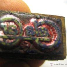 Antigüedades: IMPRENTA, GRABADO DE METAL MONTADO EN MADERA PARA PODER IMPRIMIR -REF. G-112 MEDIDAS EN FOTO. Lote 47344837