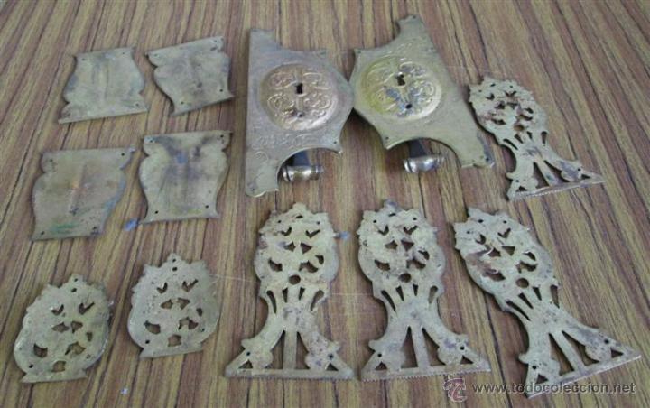 Antigüedades: Lote de tiradores y embellecedores -- De bronce - Foto 2 - 47723877