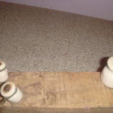 Antigüedades: LOTE DE 3 AISLANTES DE PORCELANA MUY ANTIGUOS. Lote 47757117