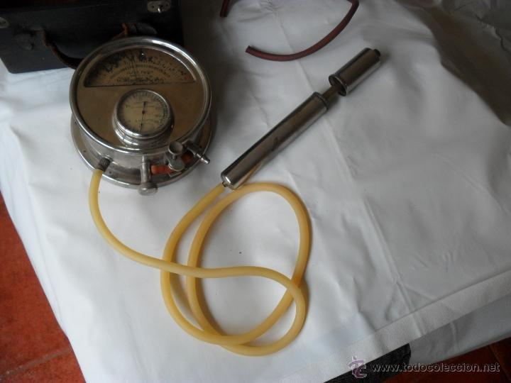 Antigüedades: tensiometro,oscilometro antiguo,principio siglo pasado,con bomba en lugar de perilla - Foto 3 - 47860342