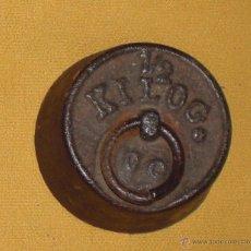 Antigüedades: PESA,PONDERAL DE MEDIO KILO PARA BALANZA. Lote 47883083