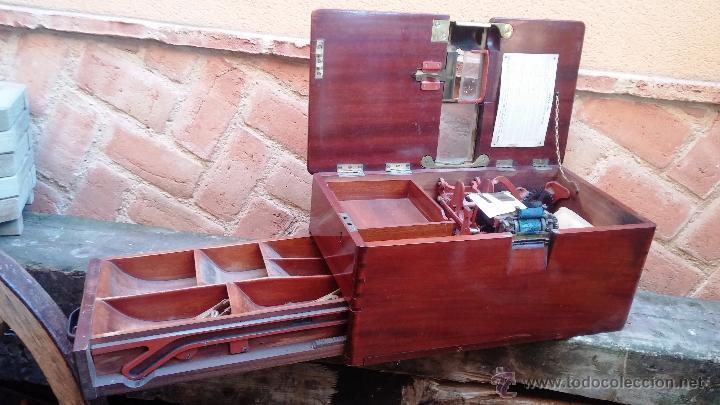 REGISTRADORA DE MADERA Y BRONCE (Antigüedades - Técnicas - Aparatos de Cálculo - Cajas Registradoras Antiguas)
