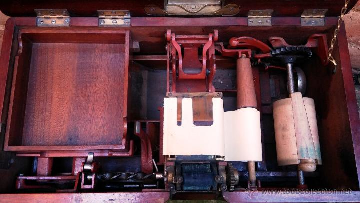 Antigüedades: Registradora de madera y bronce - Foto 4 - 47917186