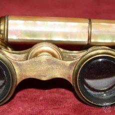 Antigüedades: BINOCULARES DE TEATRO DE FINALES DEL SIGLO XIX EN BRONCE Y PLACAS DE NÁCAR. Lote 47927554