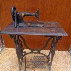 Antigüedades: MAQUINA DE COSER SINGER MUY PEQUEÑA. Lote 47945784