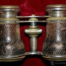 Antigüedades: BINOCULARES DE TEATRO DE FINALES DEL SIGLO XIX EN BRONCE Y PIEL DE COCODRILO CON SU ESTUCHE ORIGINAL. Lote 47972034