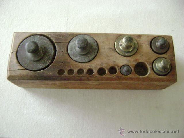 CAJA CON PESAS (Antigüedades - Técnicas - Medidas de Peso Antiguas - Otras)