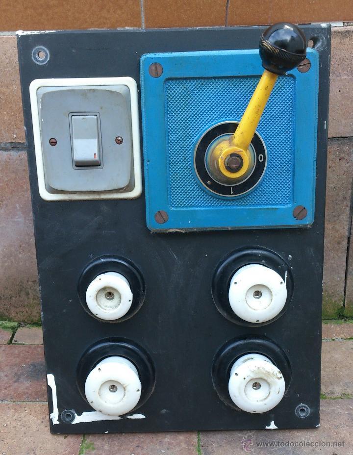 ANTIGUO CUADRO ELECTRICO ENTRADA VIVIENDA 4 PLOMOS - MANIVELA (Antigüedades - Técnicas - Herramientas Profesionales - Electricidad)