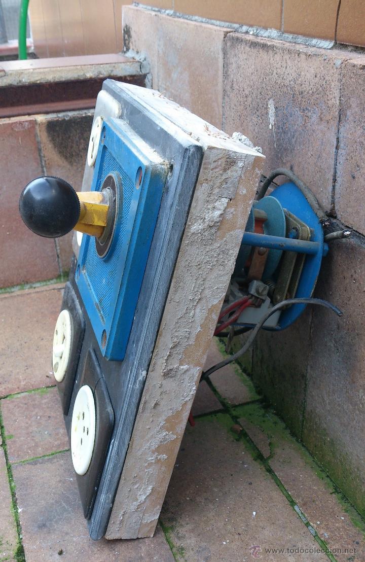 Antigüedades: antiguo cuadro electrico para enchufes simon - manivela - Foto 3 - 48001512