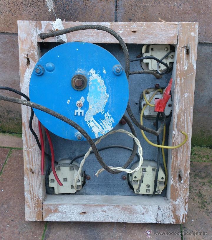 Antigüedades: antiguo cuadro electrico para enchufes simon - manivela - Foto 4 - 48001512