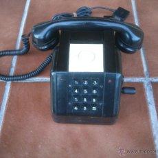 Teléfonos: TELÉFONO ANTIGUO DE BAQUELITA CON MANIVELA.. Lote 48007915