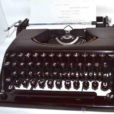 Antigüedades: EXCELENTE MAQUINA ESCRIBIR DE BAQUELITA GRANATE..OLYMPIA PLANA+MALETIN.ALEMANIA 1940..FUNCIONA. Lote 74220409
